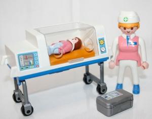 couveuse_avec_infirmiere_bb